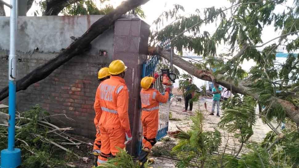 PM Narendra Modi speaks to Mamata Banerjee over Cyclone Bulbul, assures assistance
