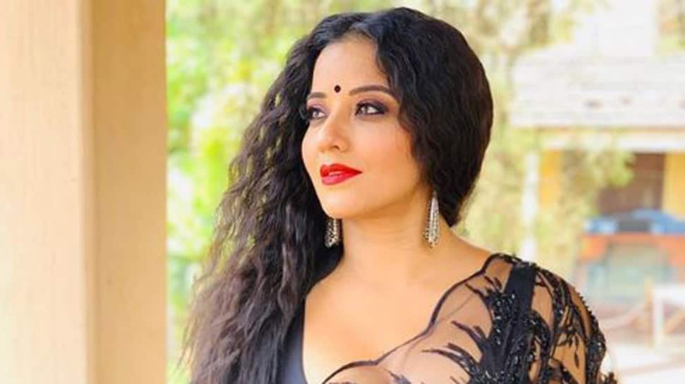 Monalisa flaunts her backless blouse in latest Instagram post