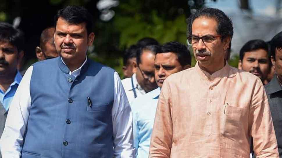 Shiv Sena workers heckle Devendra Fadnavis at Bal Thackeray's memorial event