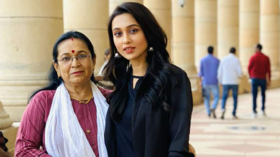 Mimi Chakraborty's Day 1 in Parliament pic with mom is winning the internet