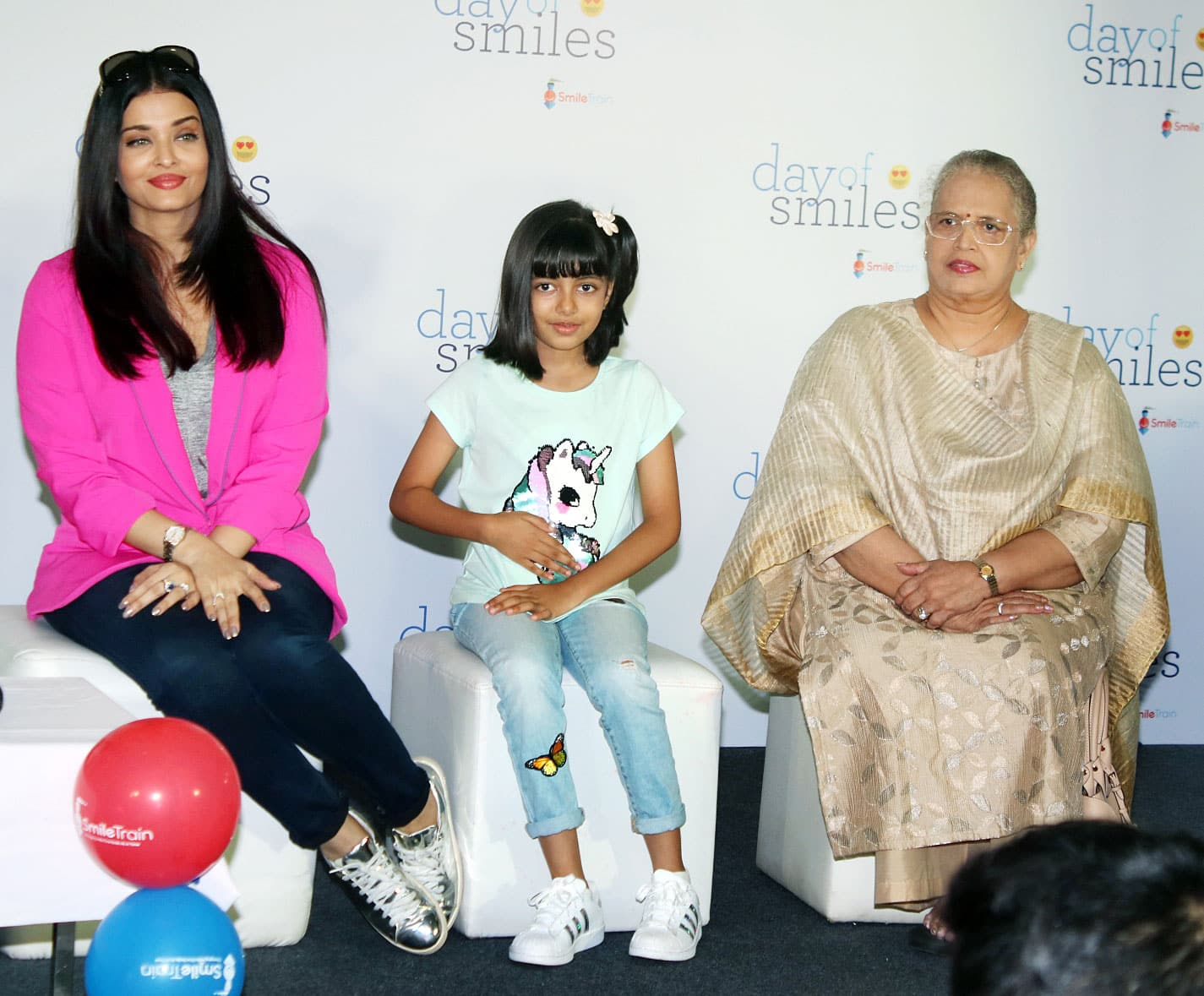 Aishwarya sits pretty with mom and daughter