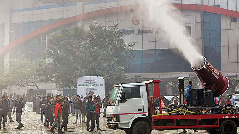 Delhi govt orders Delhi Fire Service to sprinkle water to combat pollution