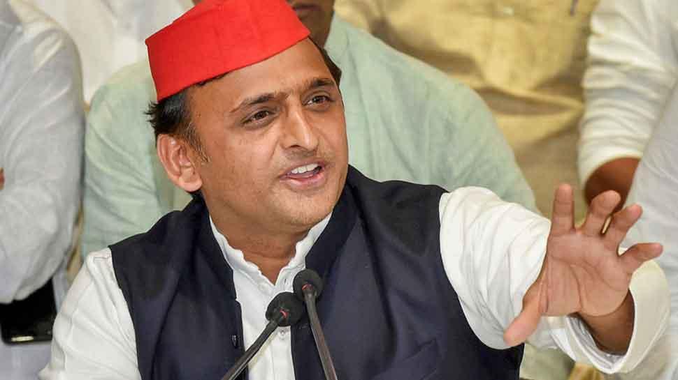 Jiska governor uski sarkar, says Samajawadi Party's Akhilesh Yadav on Maharashtra power tussle