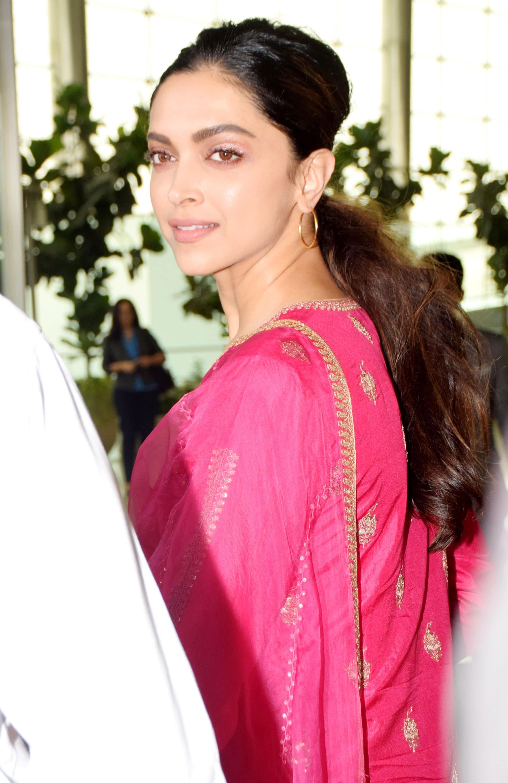 Deepika looks gorgeous!