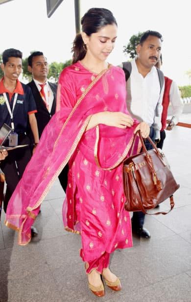Deepika clicked at airport