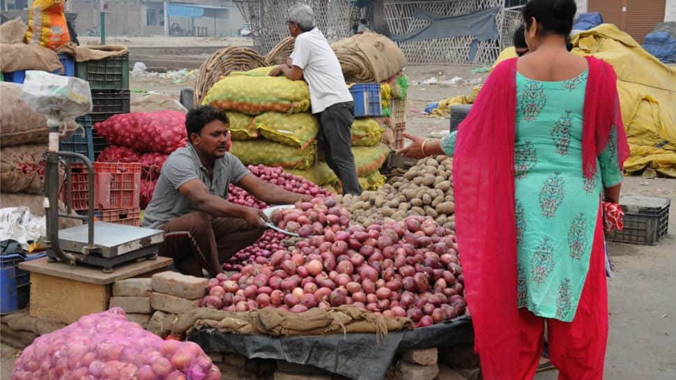Onion scores century in West Bengal, Kerala, pockets hit adversely