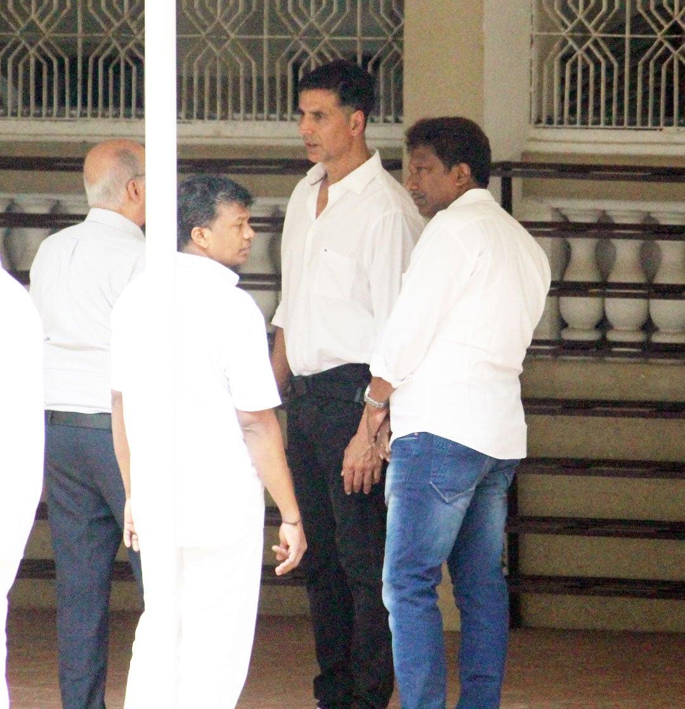 Akshay Kumar at Betty Kapadia's funeral