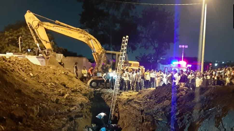 1 dead, three out of five people trapped in drainage hole in Pune rescued