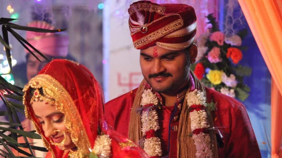 Akshara Singh, Arvind Akela Kallu's 'wedding pictures' go viral, here's the truth behind them