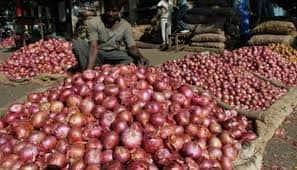 Stampede over shortage of onions at Rythu bazaar in Andhra Pradesh