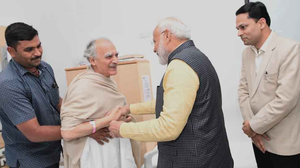 PM Modi visits former union minister Arun Shourie in Pune hospital, enquires about his health