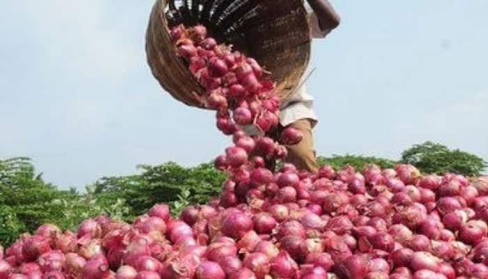 On camera: Amid soaring prices, 2 men caught stealing onions worth Rs 21,160 in Mumbai; arrested