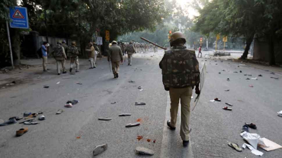 Anti-CAA protests in Delhi's Jamia Nagar lead to massive traffic jam, disrupt metro services