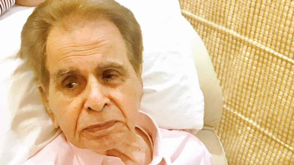 Here's the truth behind Dilip Kumar's viral pic on social media