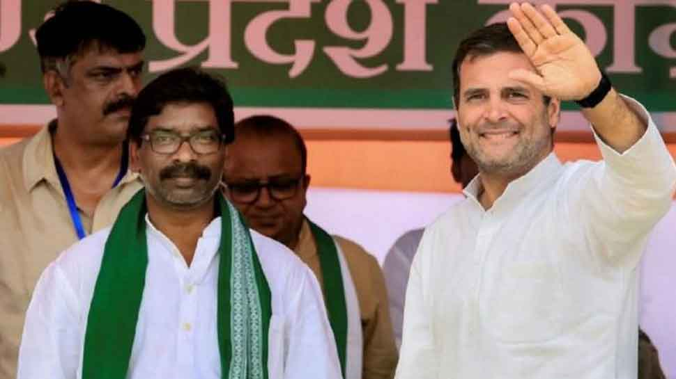 Congress-JMM supporters celebrate early lead of the alliance in Jharkhand