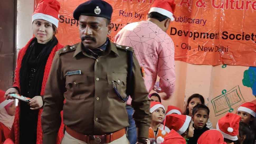 Southeast Delhi DCP Chinmoy Biswal plays Santa Claus, celebrates Christmas with kids in Jamia Nagar