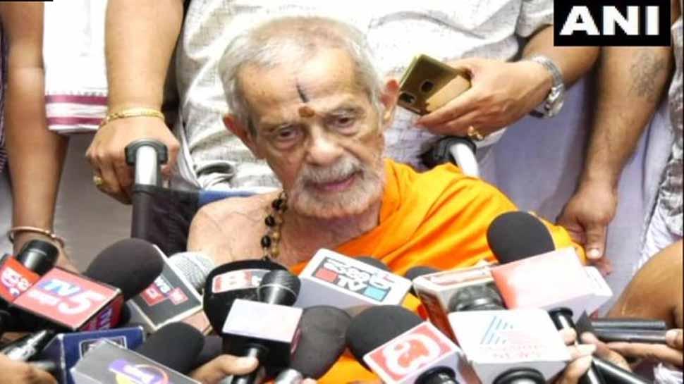 Ailing Vishwesha Tirtha Swami shifted to Udupi Sri Krishna Mutt for treatment