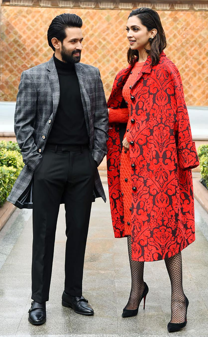 Vikrant Massey poses with Deepika Padukone