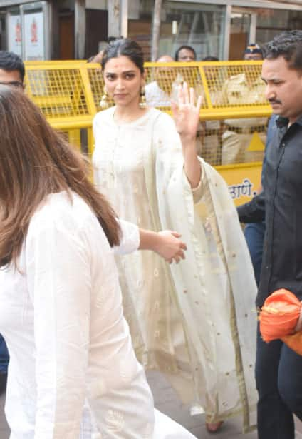 Deepika Padukone waves at paps