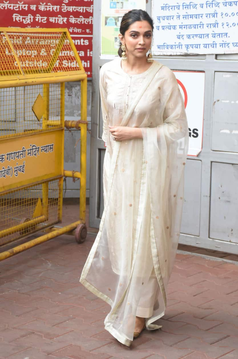 Deepika spotted the famous Siddhivinayak Temple