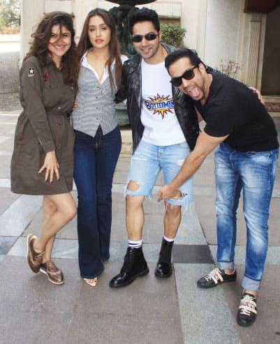 Varun Dhawan-Shraddha Kapoor's candid pic!