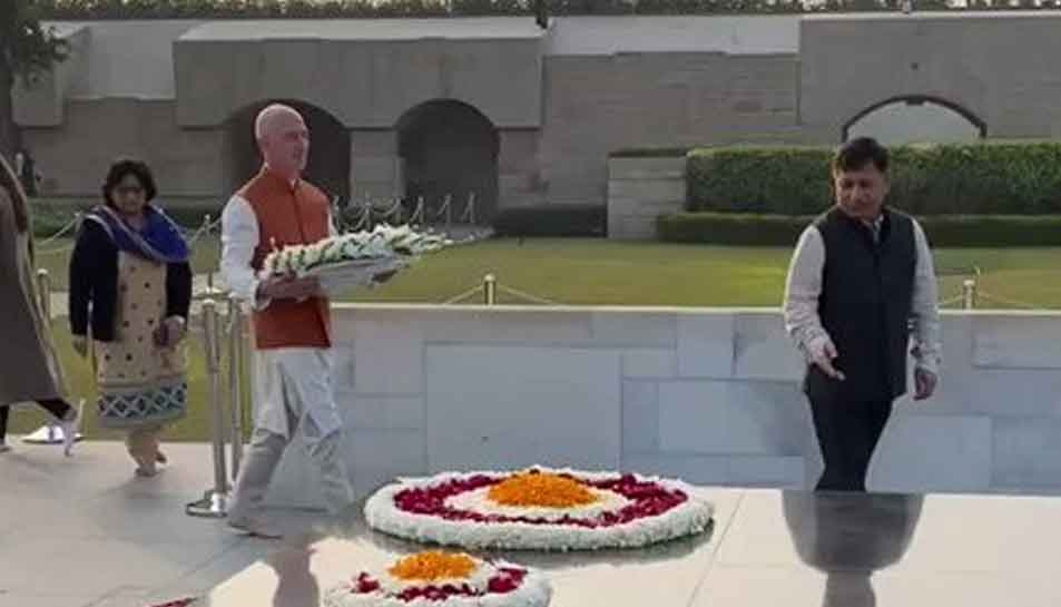 Amazon CEO Jeff Bezos pays homage to Mahatma Gandhi at Raj Ghat after arrival in India
