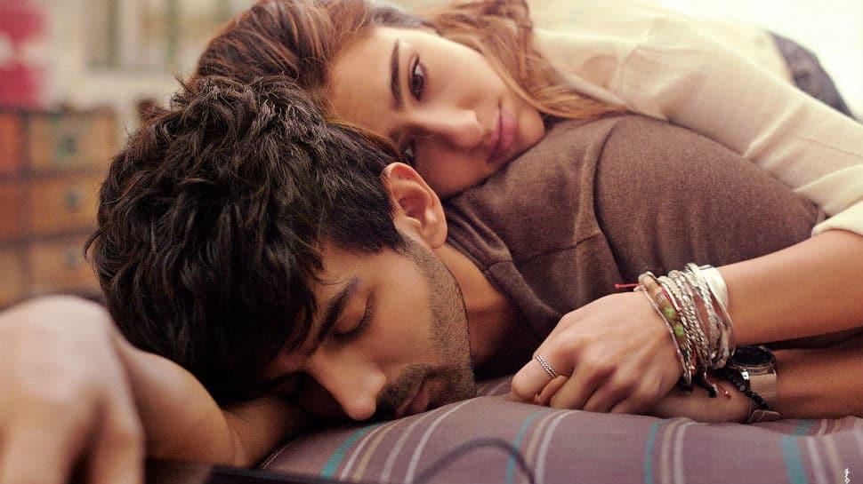 'Love Aaj Kal' poster: Sara Ali Khan and Kartik Aaryan will make your heart skip a beat