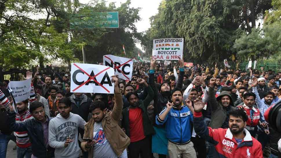 Clear road blockade in public interest: Delhi Police urges anti-CAA protestors at Shaheen Bagh