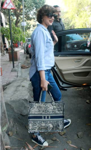 Sonali Bendre papped in Juhu