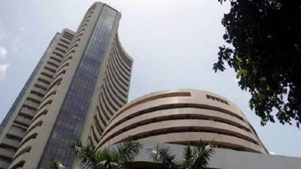 Sensex plunges 82 points, Nifty ends in red at 11,797; Sun Pharma, HCL Tech top losers