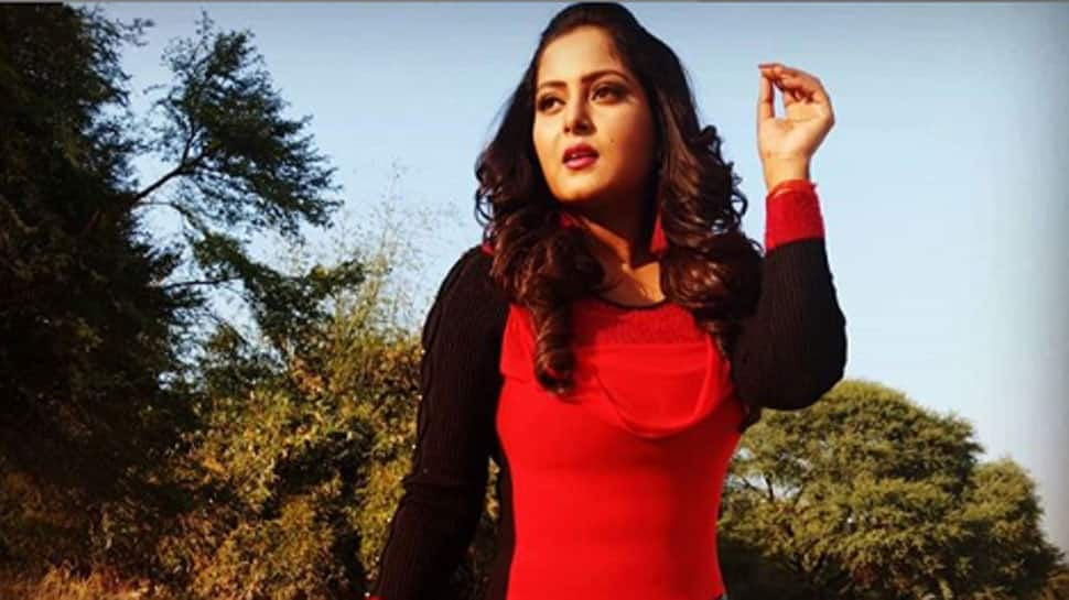 Bhojpuri 'hot cake' Anjana Singh flaunts her colourful attire in new Insta pic!