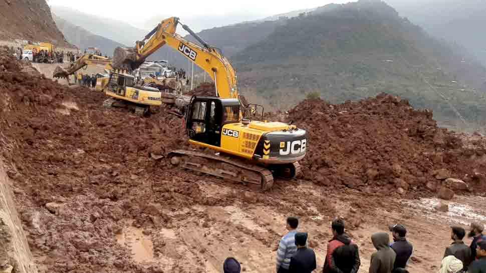 Landslide hits Jammu-Srinagar highway in Udhampur, cripples traffic