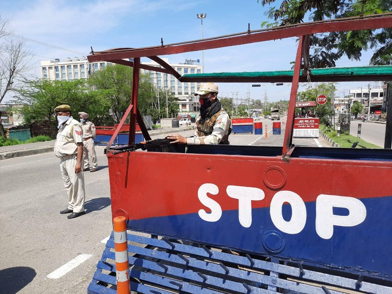 Police barricades road in Jammu