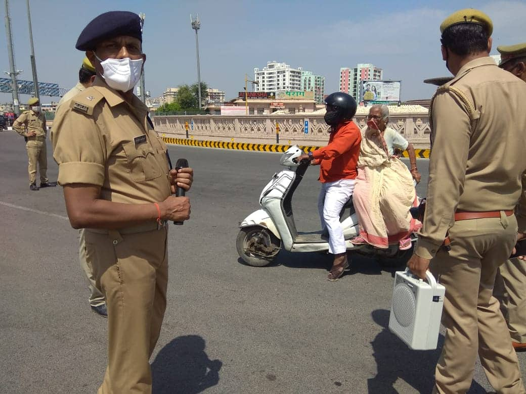 Policemen keep check on vehicle movement in Lucknow
