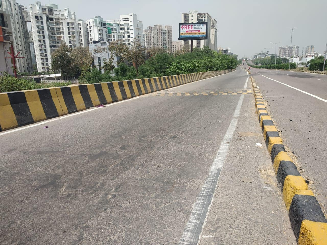 Deserted road in Lucknow