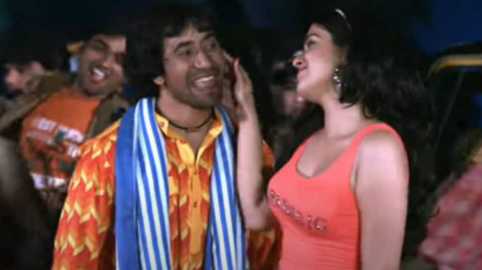 Bhojpuri bombshell Aamrapali Dubey and Nirahua's old song 'Dares Tohar Farji' sets YouTube on fire