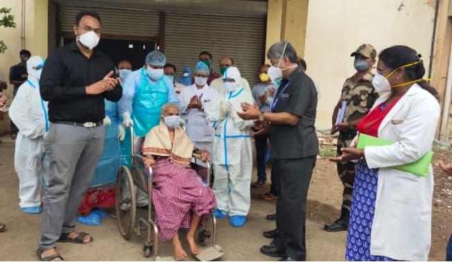 94-year-old woman beats coronavirus COVID-19 in Maharashtra's Sangli district, hospital staff gives her warm send-off