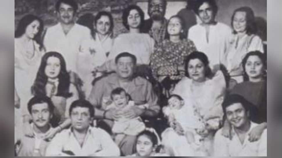 Raj Kapoor, Shammi Kapoor, Shashi Kapoor, Rishi Kapoor, Kareena, Riddhima, spot all the Kapoors in this classic picture