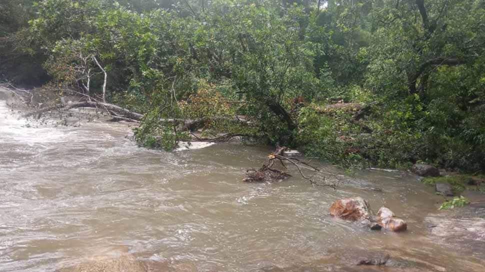 Heavy Rain Lashes Mumbai Photos: HD Images, Pictures, News