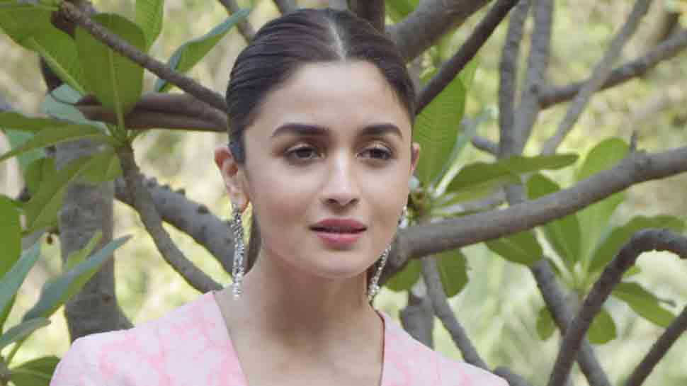 Alia Bhatt Hrithik Roshan Invited To Be Part Of Oscar Academy People News Zee News Alia bhatt (born 15 march 1993) is an actress and singer of indian origin and british citizenship, who works in hindi films. alia bhatt hrithik roshan invited to