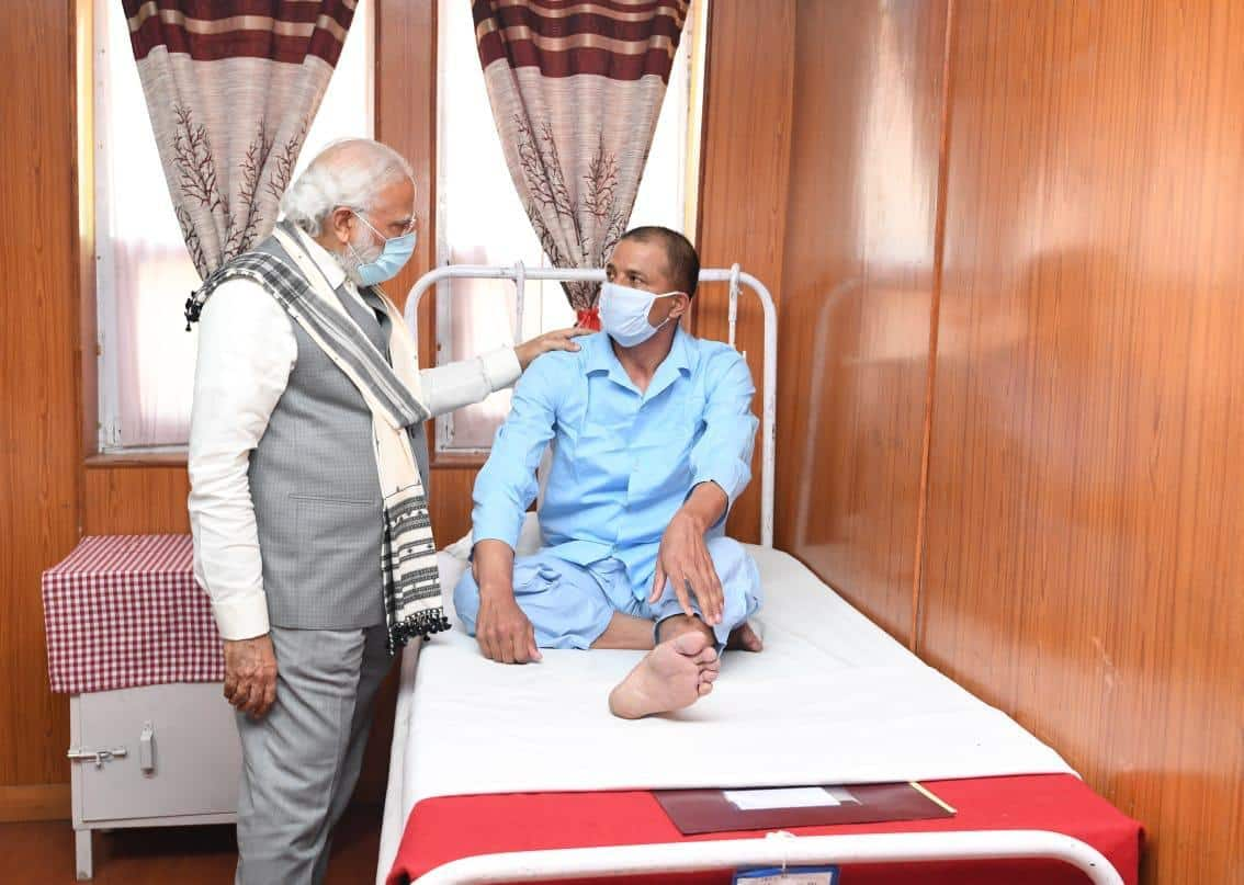 PM Modi with injured soldiers