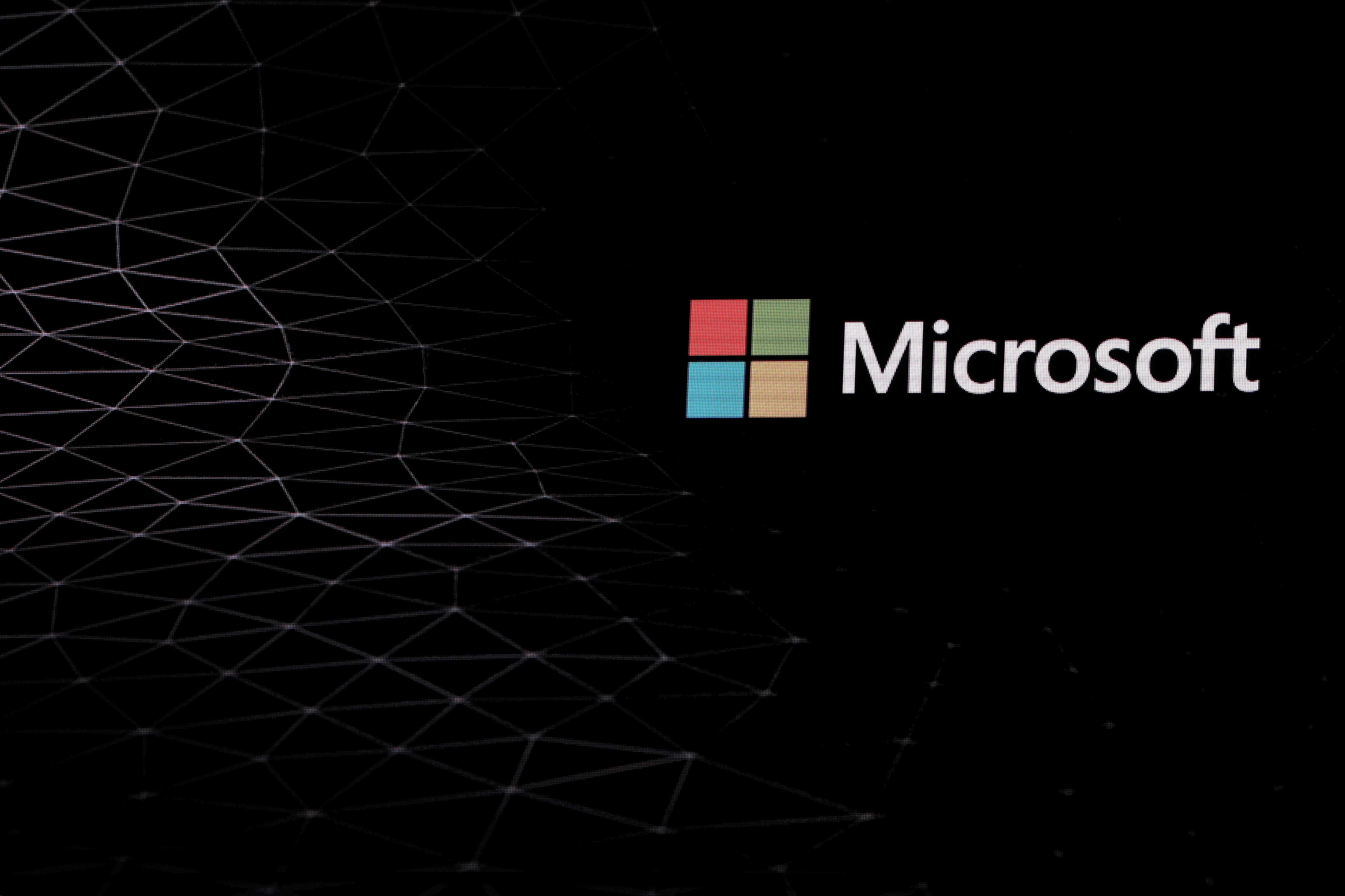 Microsoft introduces dark mode, custom icons, and daily ...