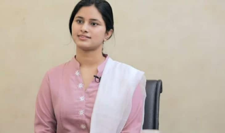 Delhi Police ASI's daughter secures 6th position; Constable Firoj Alam gets 645th rank