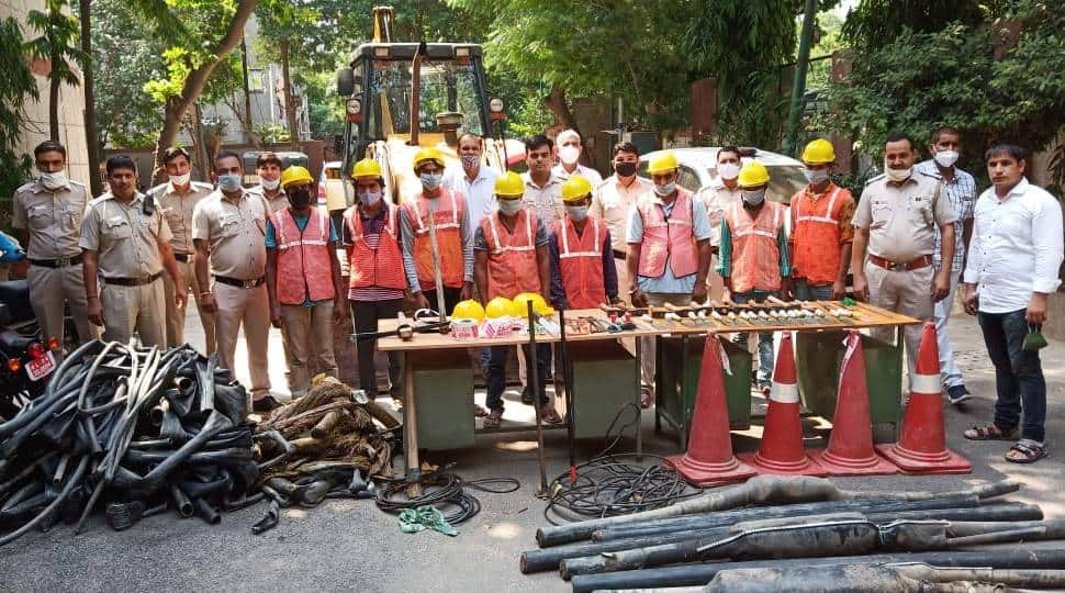 Delhi Police busts gang carrying out daring daylight robbery of underground cables