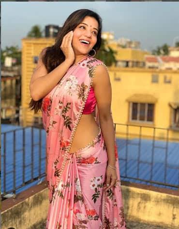Monalisa looks fab in a saree