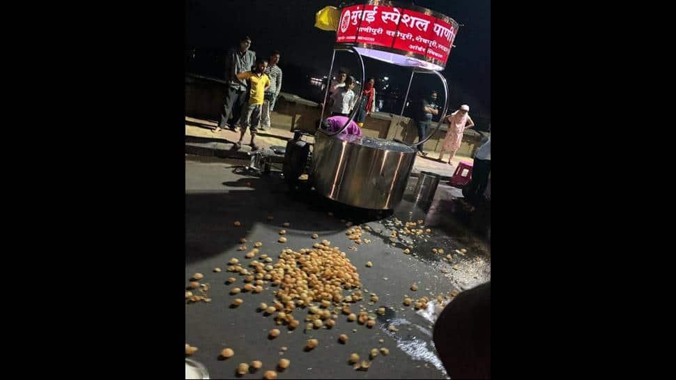 Shocking: Kolhapur vendor caught mixing toilet water in 'pani puri', people ransack cart