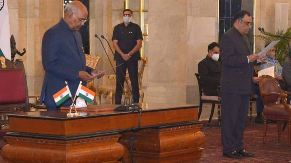 Yashvardhan Sinha sworn in as new Chief Information Commissioner