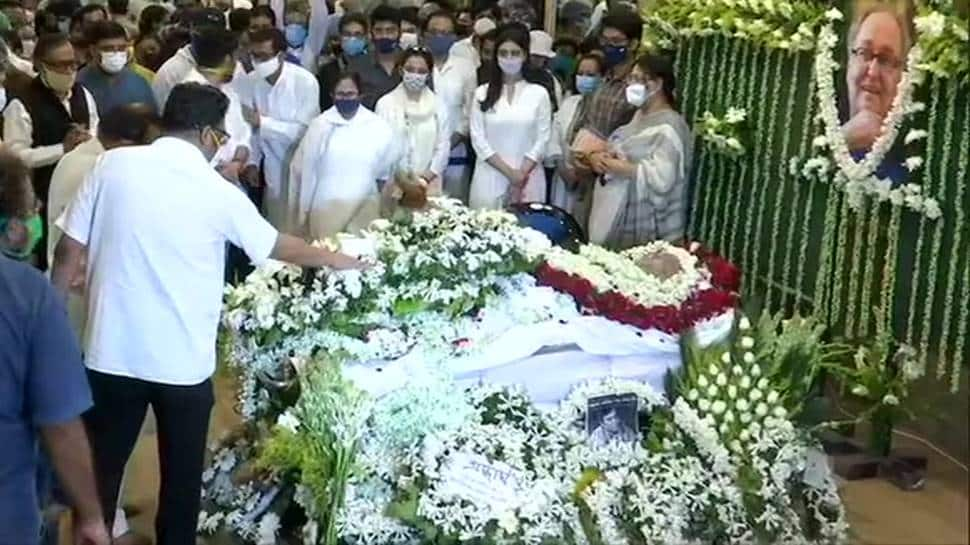 Veteran actor Soumitra Chatterjee cremated with full state honours in Kolkata