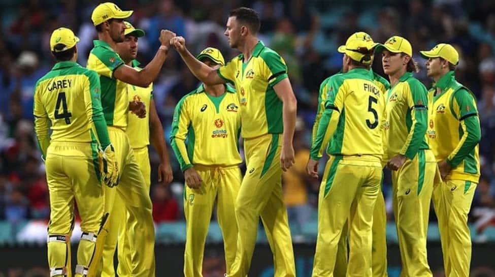 पहला वनडे: एरॉन फिंच, डेविड वार्नर ने टन टनाया, क्योंकि ऑस्ट्रेलिया ने भारत को 66 रनों से हरा दिया