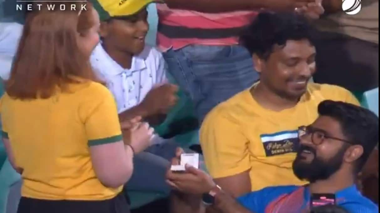 AUS vs IND 2nd ODI: Indian fan proposes Australian girl in the crowd, Glenn Maxwell gives his approval, Watch video!